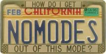 NOMODES と書かれたナンバープレートの写真